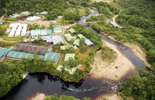 Ecuador_Entregan estudio de factibilidad del Fruta del Norte