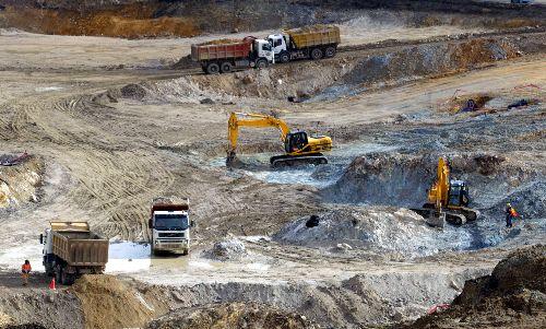 Gobierno boliviano dice que mineras quieren privilegios para dar yacimientos a trasnacionales