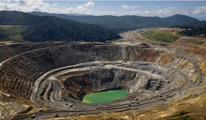 Sudafrica evalua suspender la concesion de derechos mineros