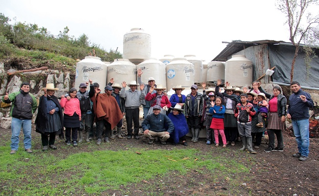 Yanacocha entrego modulos de almacenamiento de agua en Huasmin