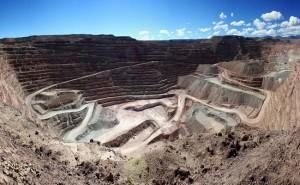 bhp-vendera-mina-cobre-cerro-colorado-acuerdo-fondo-emr-capital