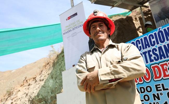 cuatro-regiones-reciben-77-mil-soles-para-formalizacion-minera