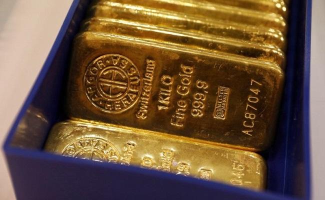 oro-sube-y-dolar-cae-ante-cambio-de-expectativa-sobre-tasas-de-interes-de-eeuu.jpg