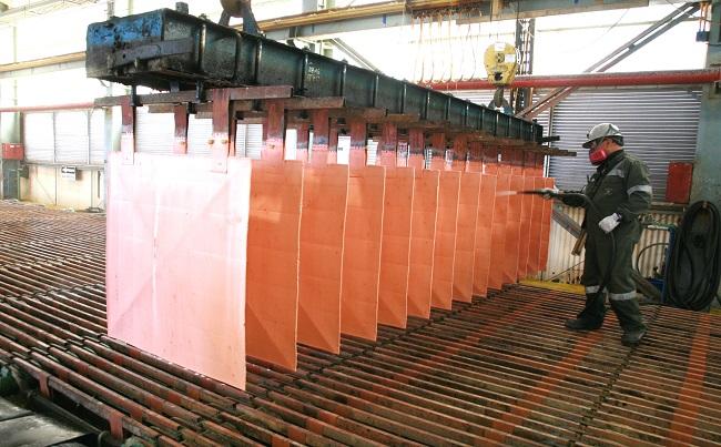 Ganancias de chilena Codelco se desploman por menor produccion