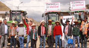 hudbay-y-la-municipalidad-de-chamaca-entregan-tractores-a-comunidades-en-chumbivilcas