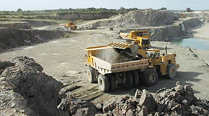 Tia Maria Southern Copper revisa presupuesto en proyecto