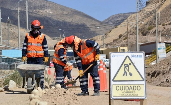 Anglo American anuncia mas contrataciones de proveedores locales en Moquegua