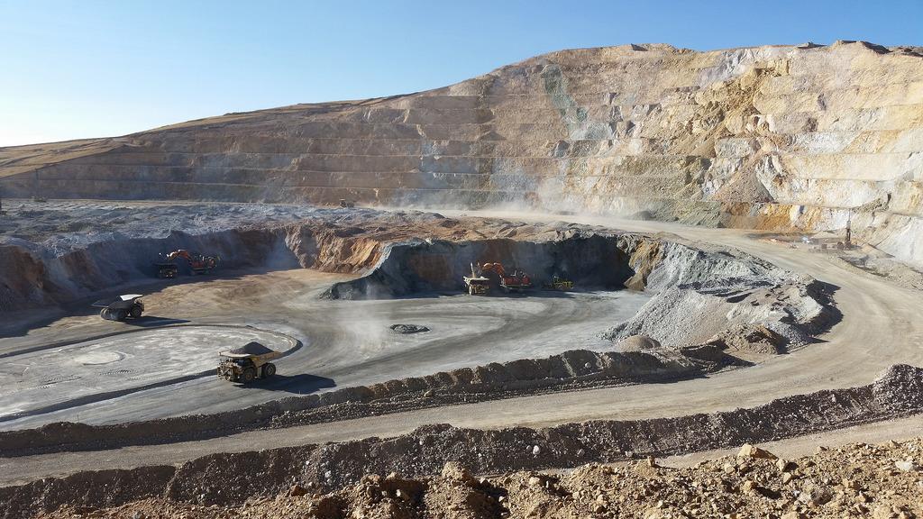 Colegio de Ingenieros del Peru la mineria es el sueldo del pais