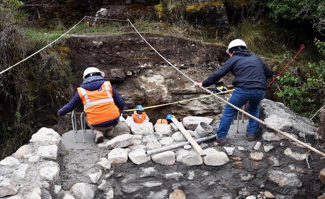 Gold Fields construye puentes peatonales en comunidad El Tingo