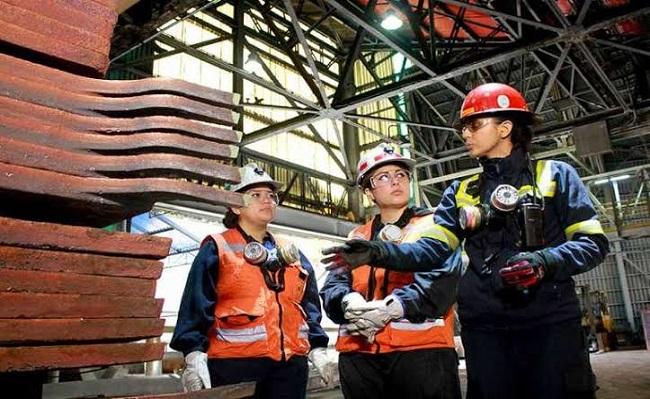 Sector minero trabaja en incorporar mas mujeres a su fuerza laboral