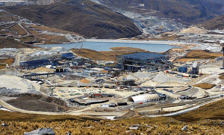 Gobierno da plazo a Las Bambas para definir entre mineroducto o tren