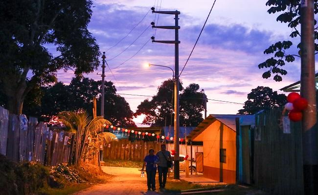 Ucayali Transfieren S 5 millones para desarrollar ocho proyectos de electrificacion rural