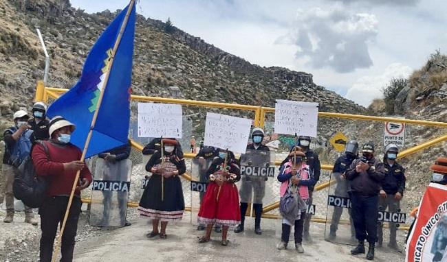 Las Bambas: comuneros declaran paro indefinido y bloquean corredor minero - Rumbo Minero